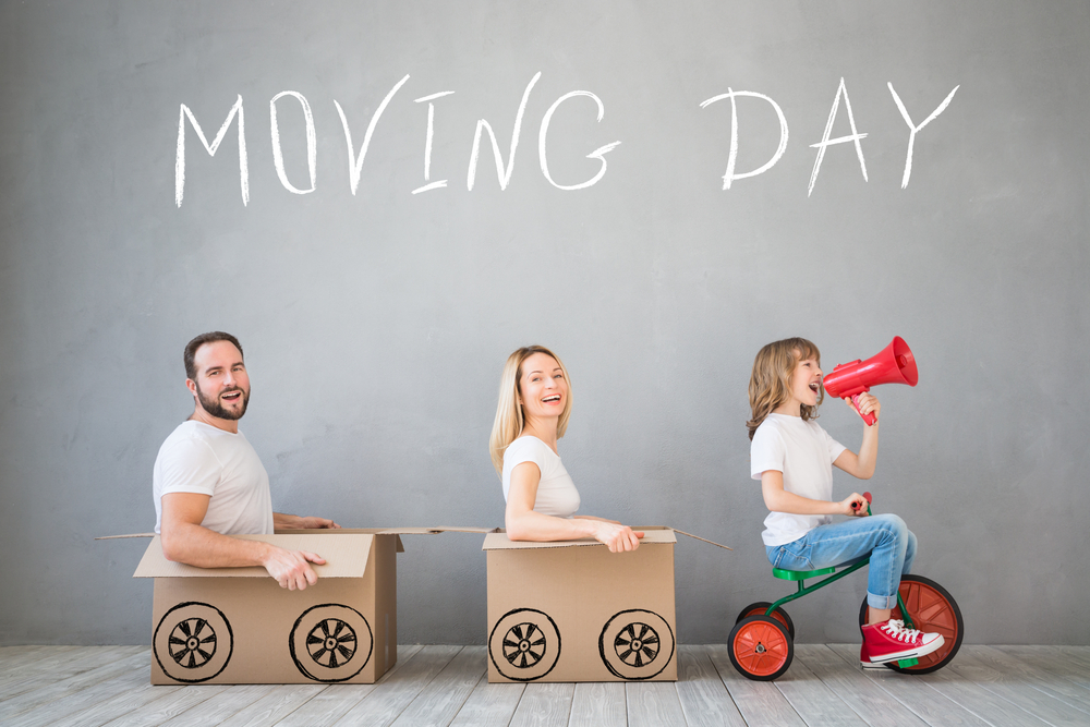happy-family-getting-ready-to-move