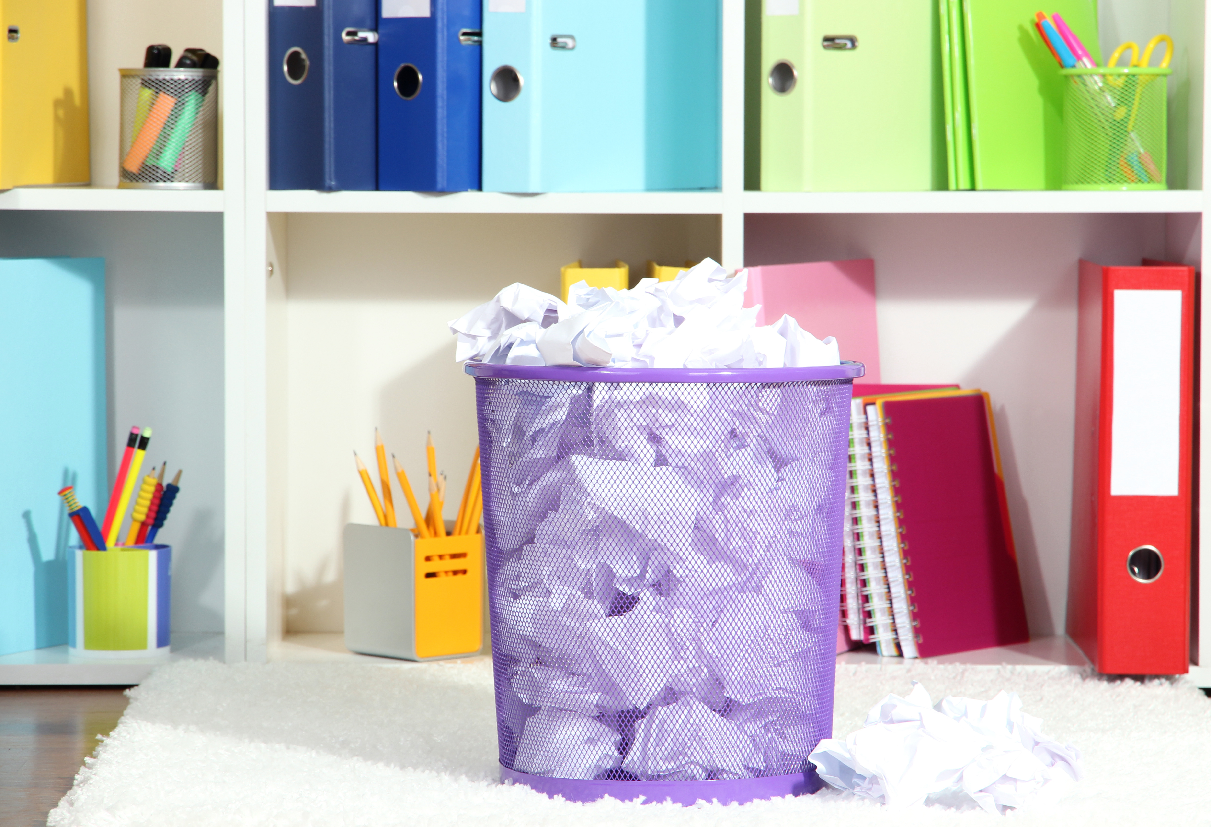 Cleaning up home office - decluttering workspace