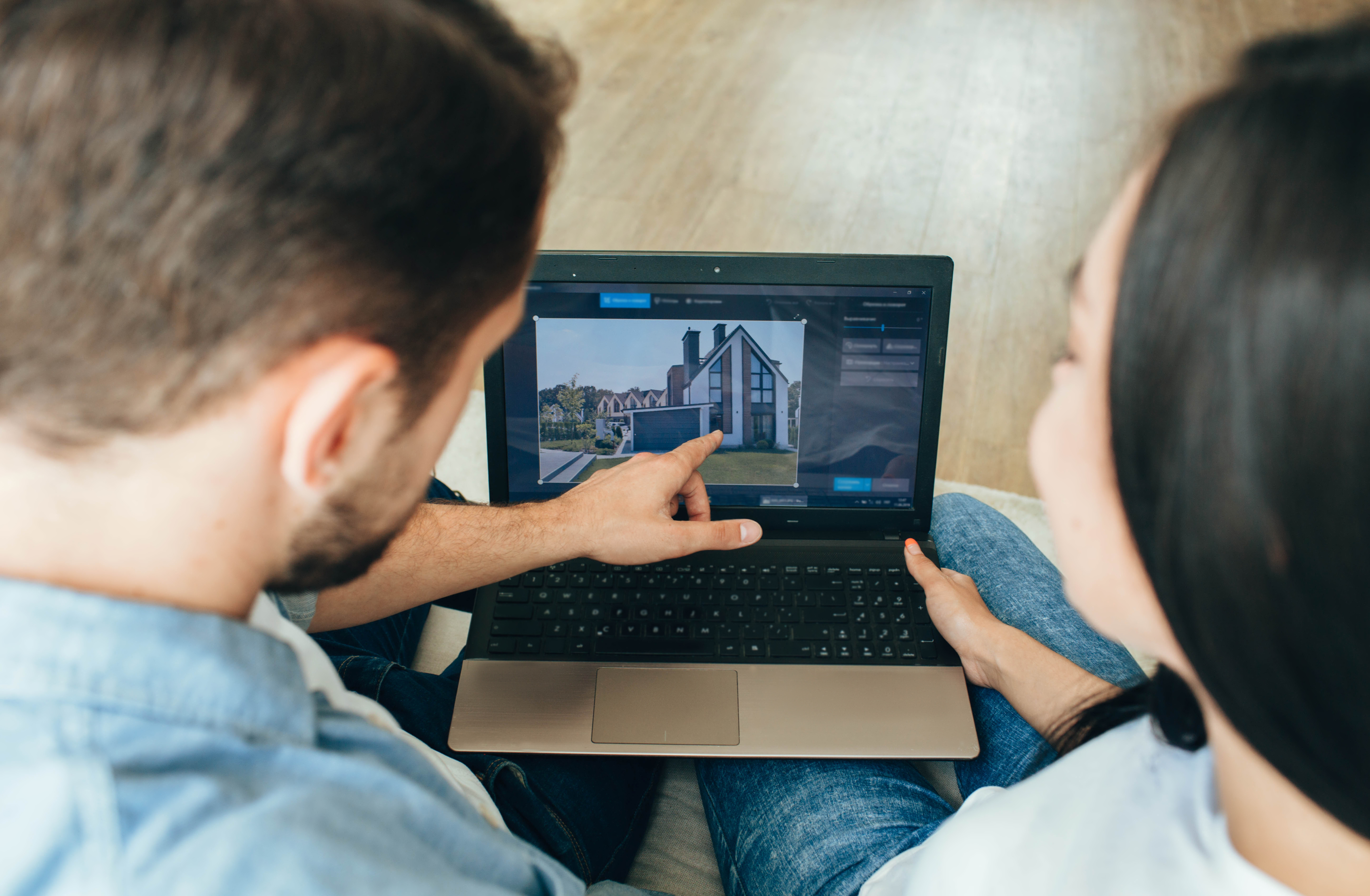 House Hunting on the internet, real estate